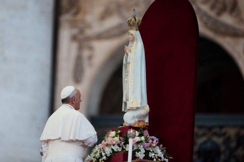 Papa-Francisco-e-Nossa-Senhora-de-Fátima