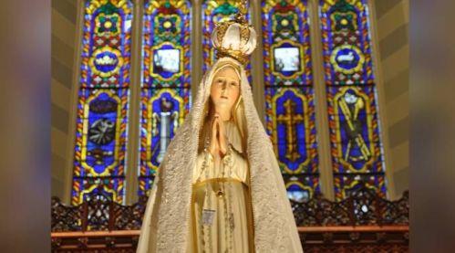 Imagem de Nossa Senhora de Fátima / Our Lady of Fátima International Pilgrim Statue (CC-BY-SA-2.0)